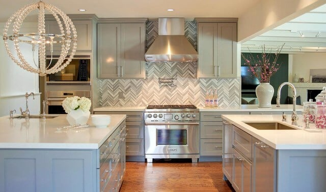 desain backsplash marmer dapur warna abu abu contemporer