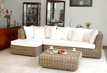 Bantalan Outdoor dengan Set Furniture Rotan