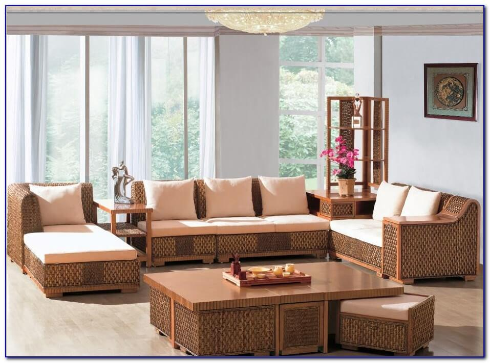 Ruang Tamu Antik Outdoor Indoor dengan Set Furniture Rotan Anyaman